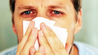 What is allergic conjunctivitis and how is it treated?